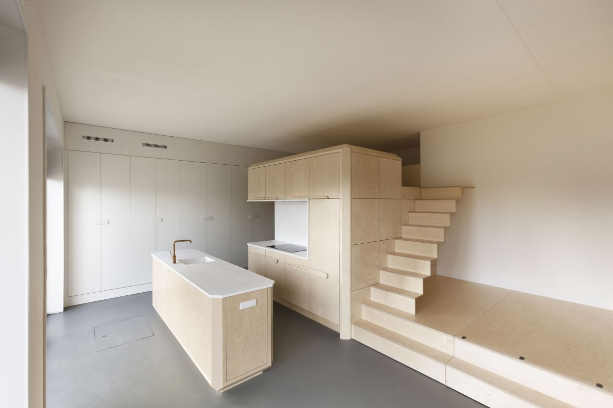 The bed under the platform can be pulled out, creating an extra bedroom for the guests