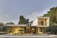01 This contemporary home is partly modular and is very chic, it's totally opened to the outdoor spaces