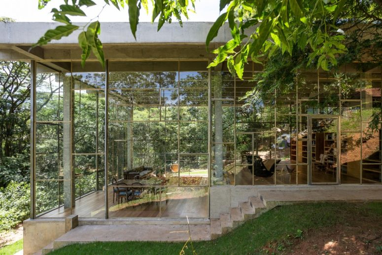 Glass And Concrete Rainforest Retreat For A Philosopher
