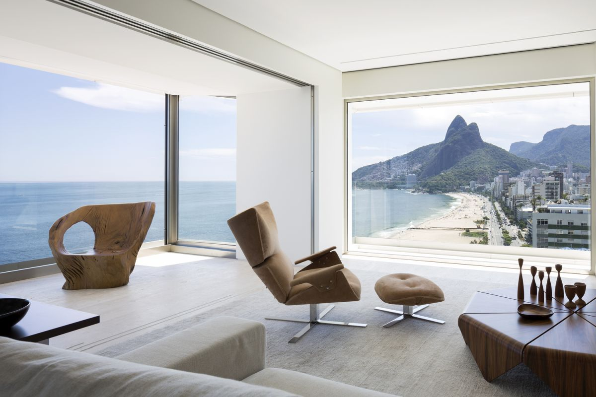 This gorgeous apartment is done with 360 degrees views of Ipanema Beach and everything here is centered around the views