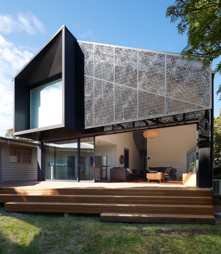 This gorgeous contemporary house addition was done with pretty geometry and a cool screen inspired by textiles, it's used to prevent excessive sunshine in