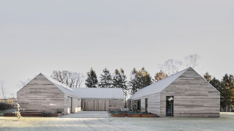 This home consists of severla barn like parts, the exterior of which is inspried by traditional Danish barns