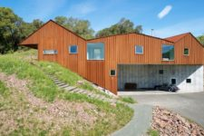 02 The house is built into a steep slope and looks natural in the surroundings