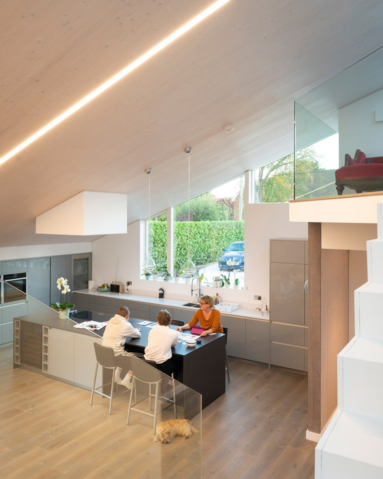 The kitchen is glazed, with built-in lights and sleek cabinets, the surfaces are rather sleek and chic