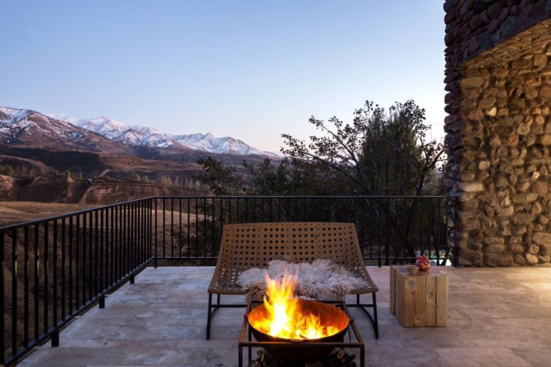 There are ample terraces with gorgeous mountain views, contemporary furniture and a fire bowl