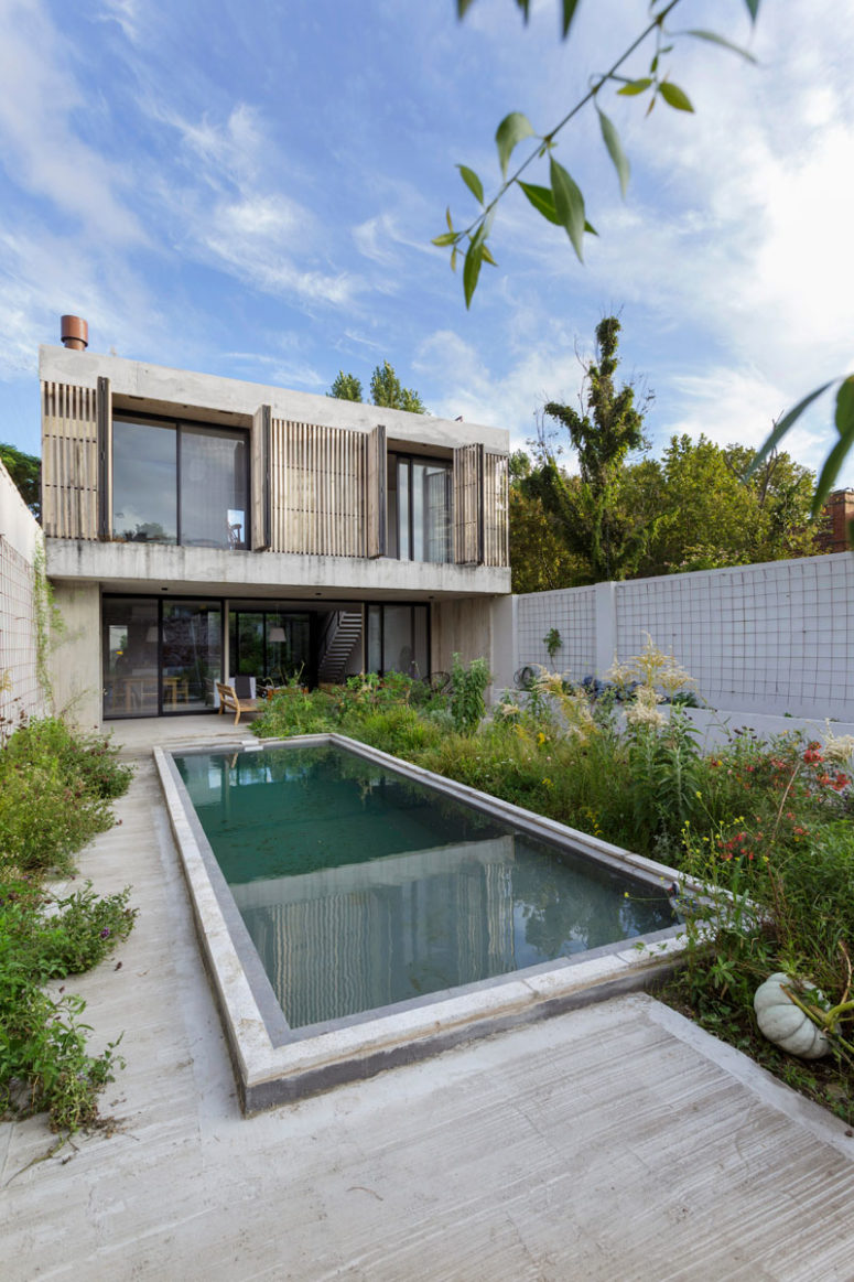 There's a vegetable garden here to enjoy fresh veggies and herbs anytime, and a pool clad in concrete