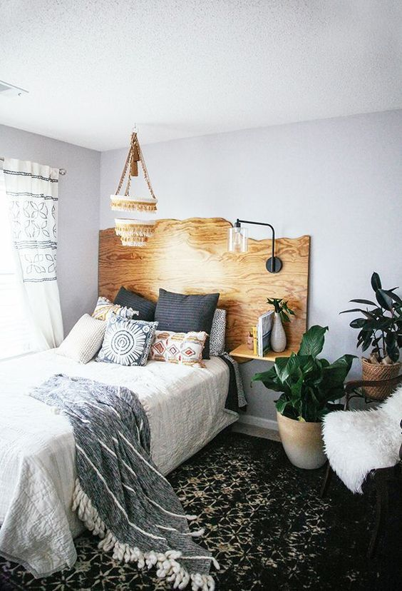a live edge headboard with floating nightstands and a single lamp attached is a cool idea with a boho feel
