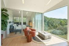 07 The doors are glass ones to make the transition evne to the private spaces more seamless