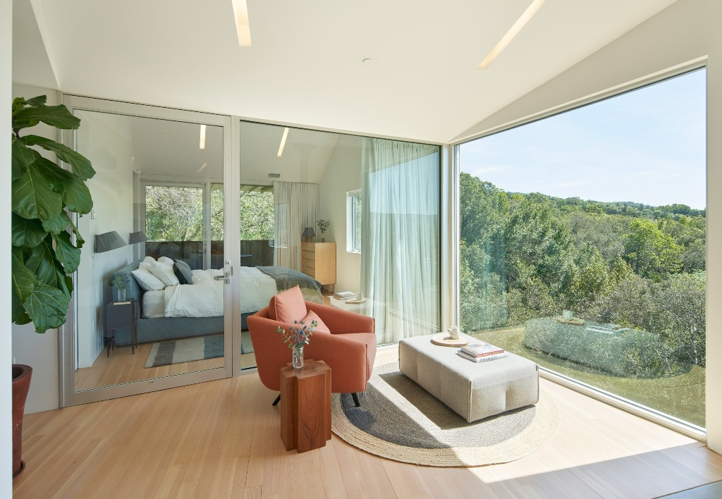 The doors are glass ones to make the transition evne to the private spaces more seamless