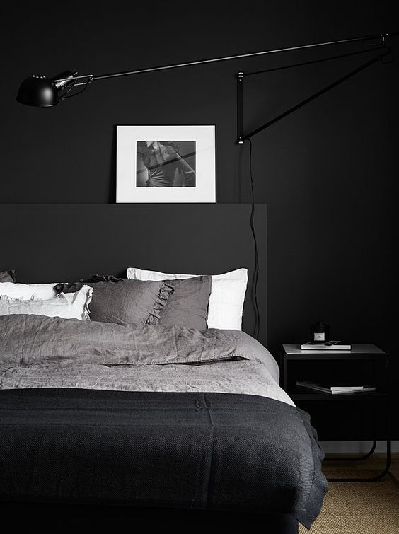 a contemporary meets Scandinavian bedroom with all blakc everything and some white touches to refresh the space