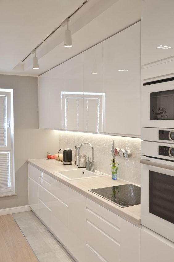 such built-in lights over the cabinets are very functional and you'll see everything you are cooking
