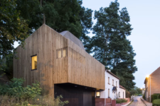 01 This modern extension was built for a 19th century home in Waterloo, Belgium, and features both galleries and a livign spaces