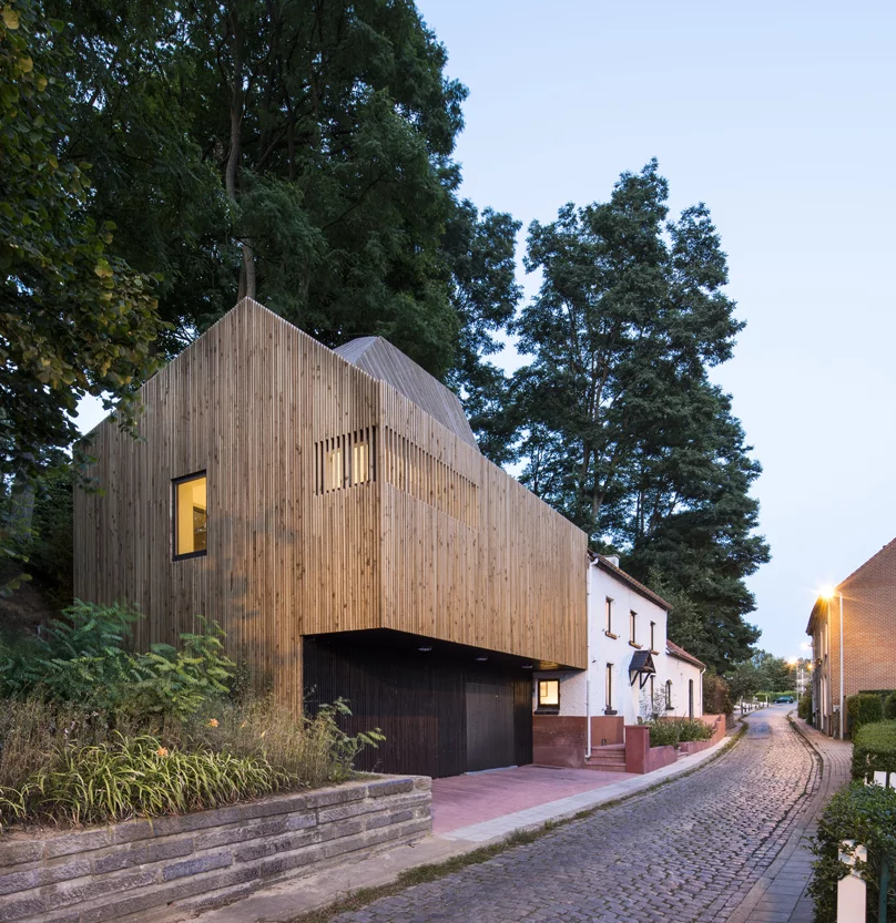 This modern extension was built for a 19th century home in Waterloo, Belgium, and features both galleries and a livign spaces