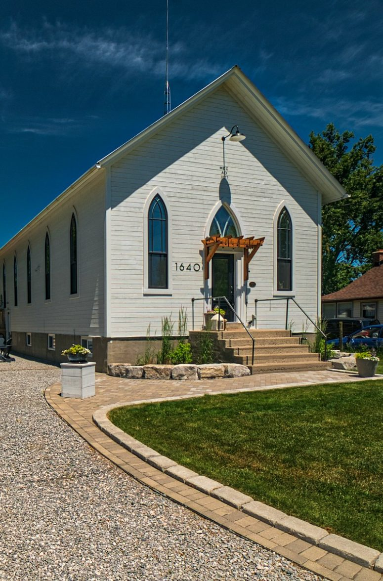 This pretty famrhouse is a converted and renovated church of 1877, its exterior reminds of that