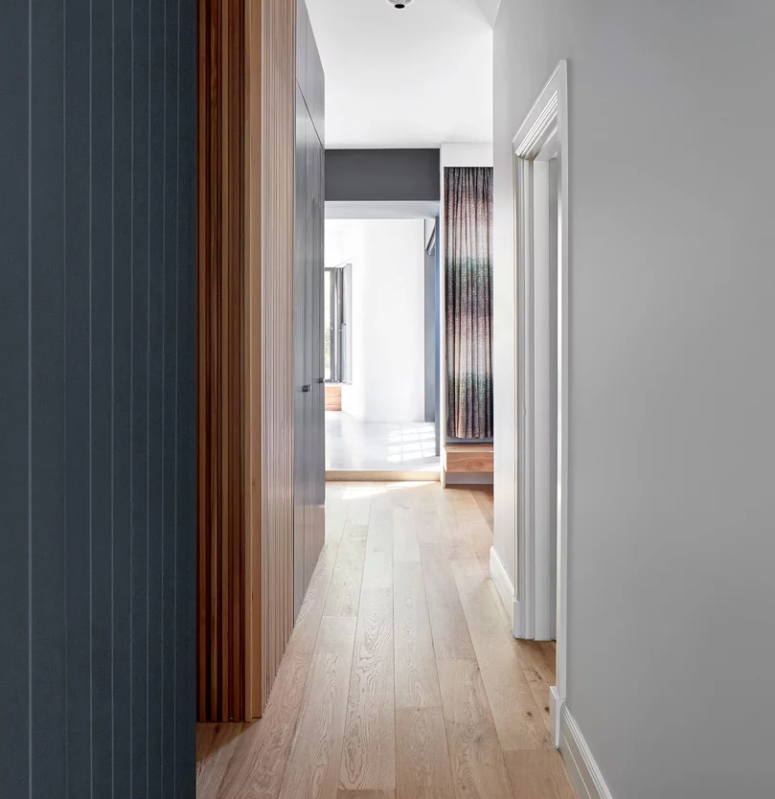 The use of local timbers and sleek wooden surfaces reminds of Japanese minimalism