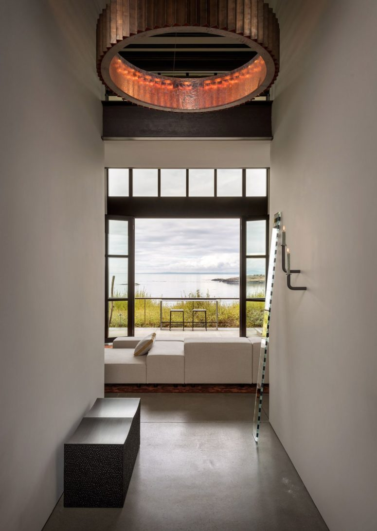 The interiors are like a blank and stylish canvas for the views and contemproary artworks