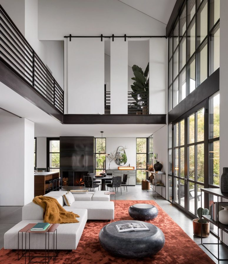 The main space is an open layout with a kitchen, a dining room and a living room