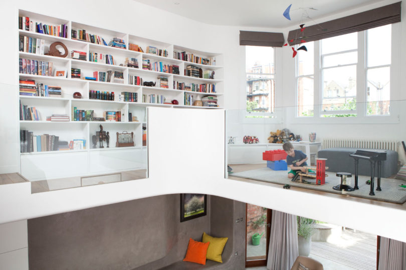 The upper floor features a play zone for the kid and a large built in bookcase, there's much light coming through the windows