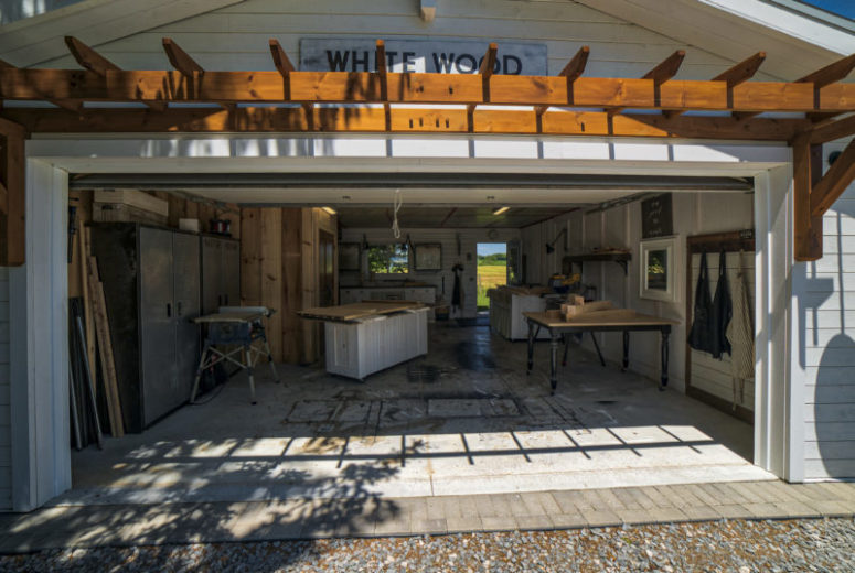 This is a garage with a workshop, which is done in the same style and way