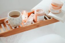 25 pumpkin spice and other candles with fall aromas will make you feel like fall while taking a bath