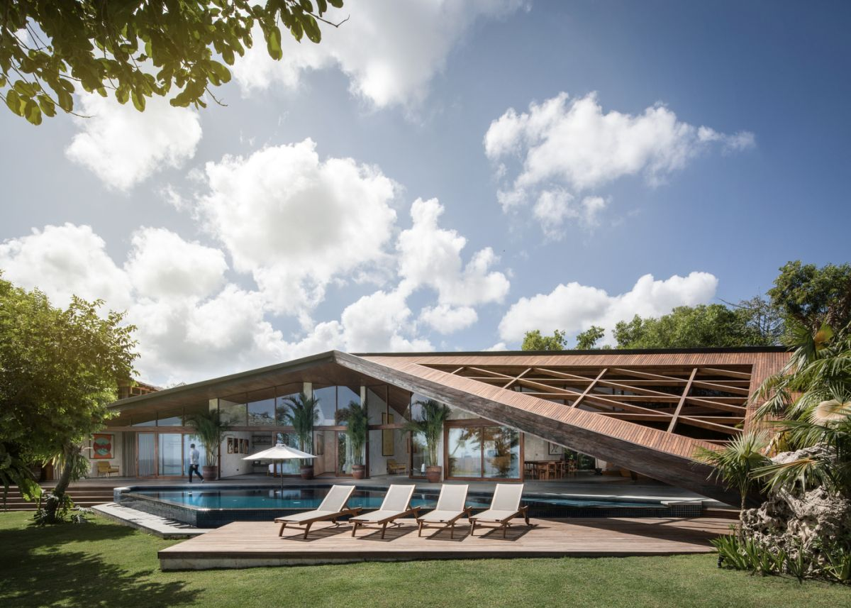Carbon House in Bali is a large villa with a geometric roof over the patio, which is the main and unique decor feature