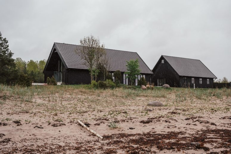 This holiday home is composed of two black houses placed on the beach in an old finishing village