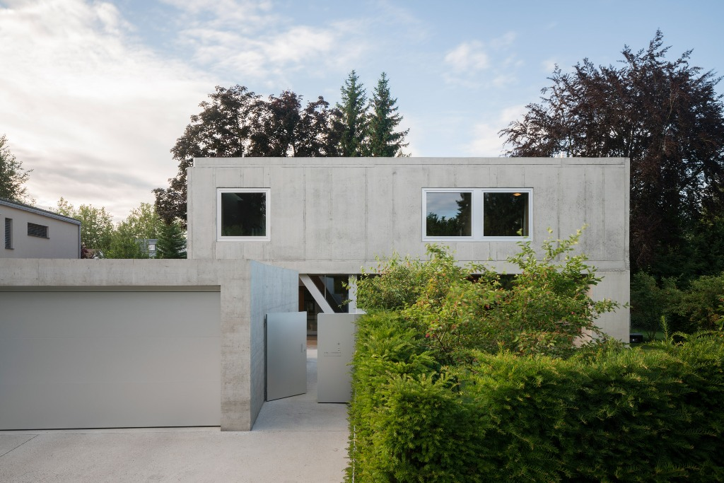 Raw Concrete Uf House That Cantilevers
