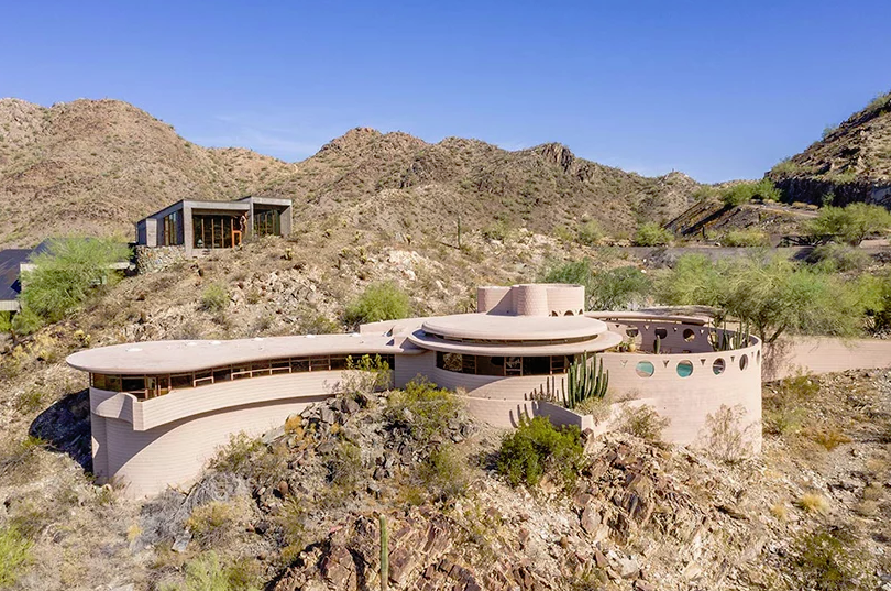 This unique house is called Circular Sun House and was built by Frank Lloyd Wright