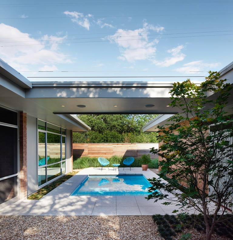 The courtyard features a roof, a small pool and a terrace by the pool
