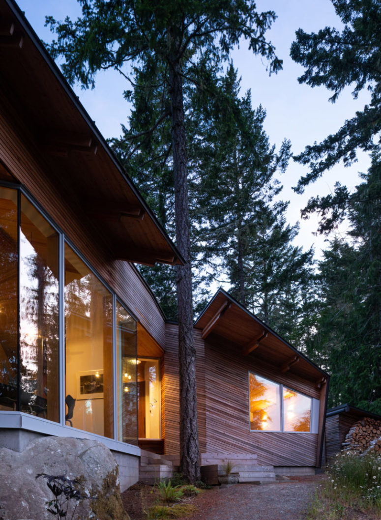 The house is clad with wood to echo with the surroundings and look more natural in them