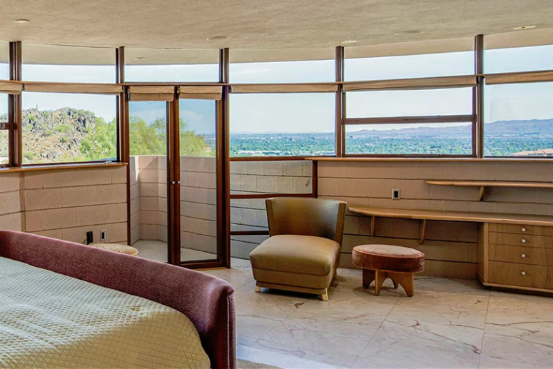 The bedrooms feature amazing views and glazed walls but they still keep privacy