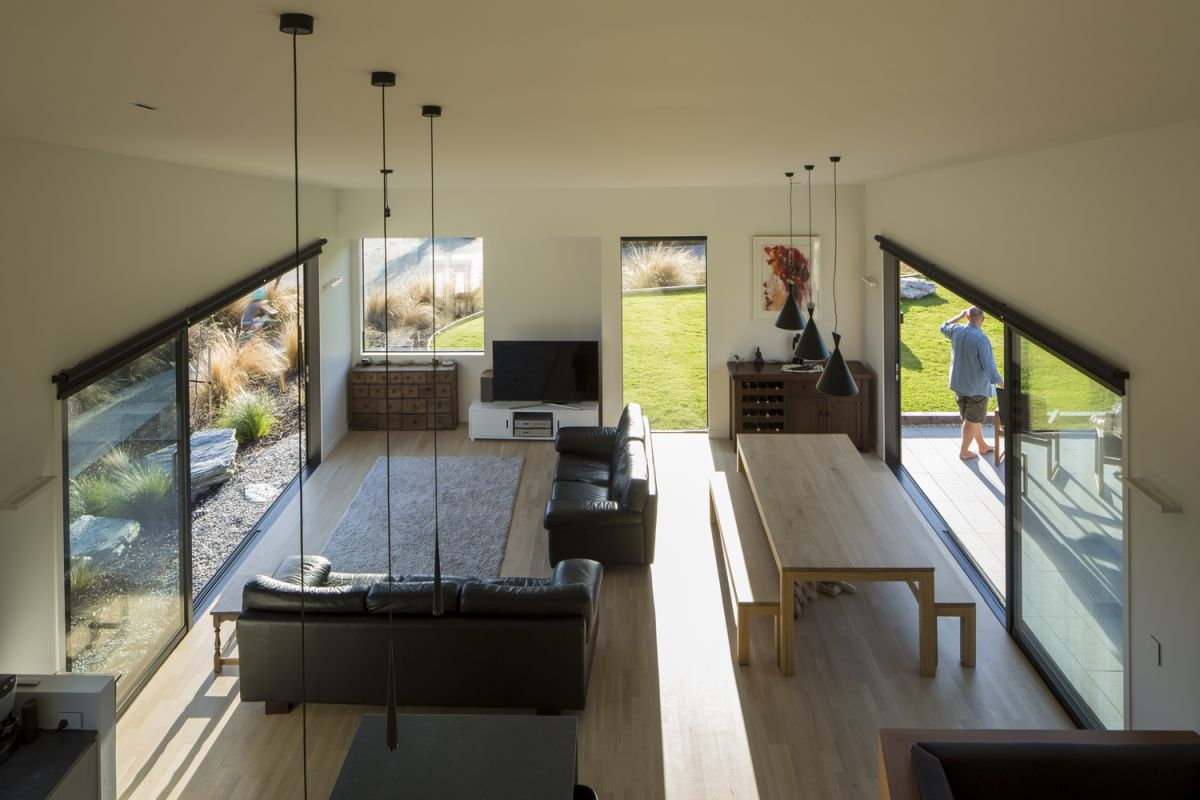 The dining zone and living room are united into one space, which is opened and well lit