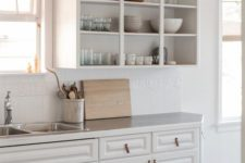 13 closed lower cabinets and open upper ones for a neutral and simple farmhouse kitchen