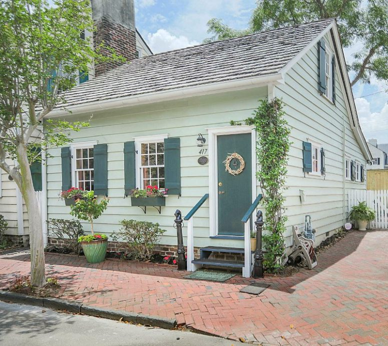 This charming vintage cottage is located in Savannah, Georgia, and features all that original charm