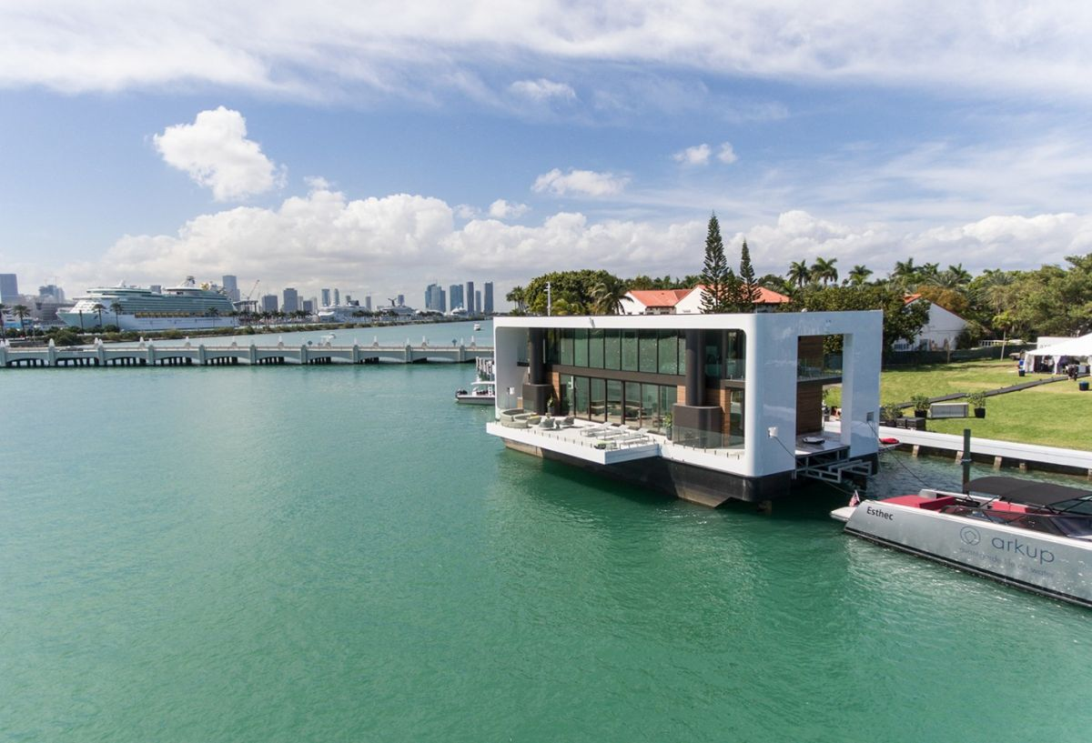 This is a cool contemporary floating house that is set on stabilizing tilts right on the water