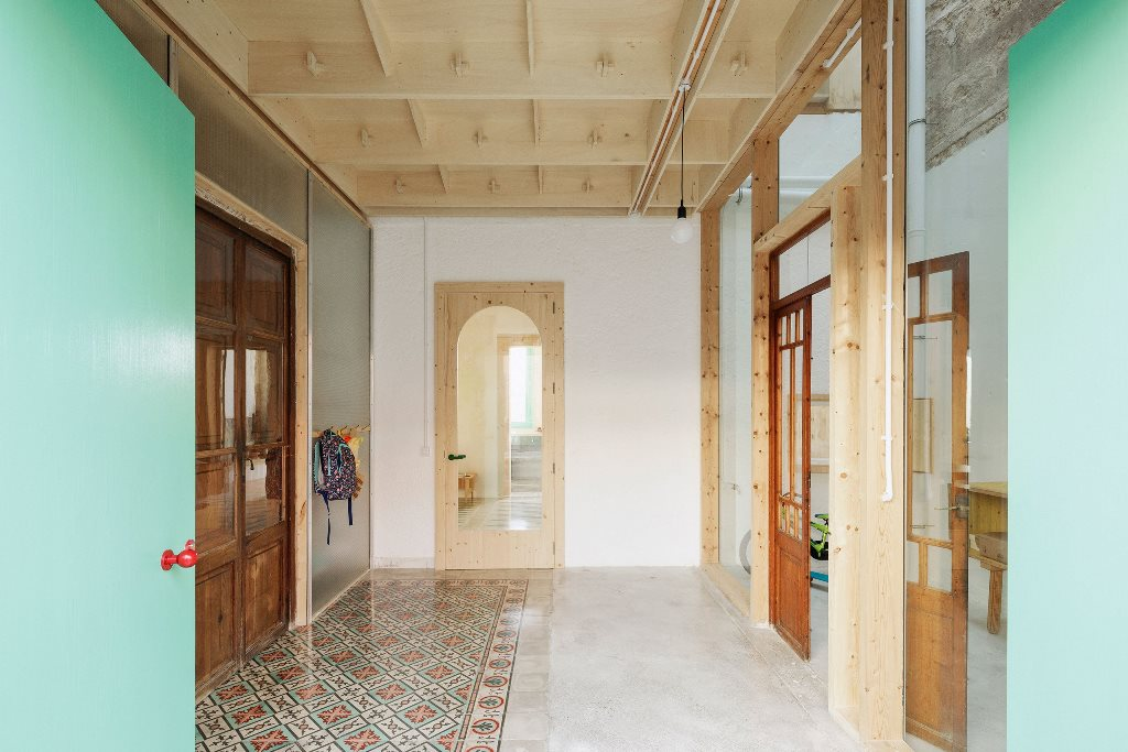 plywood ceiling is a quite non standard solution for minimalist interior