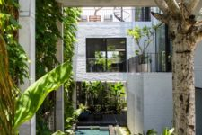 03 The house is built of several volumes, with lots of greenery, which brings a natural feel to the spaces