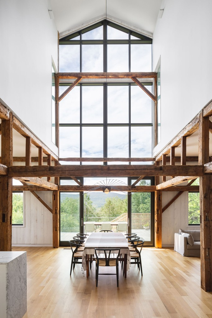 The spaces are opened with glass walls and lots of windows, with wodoen beams and whites help to make the spaces lighter