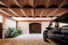 04 The combo of stone, brickwork and wood make the exterior look traditional yet industrial and modern