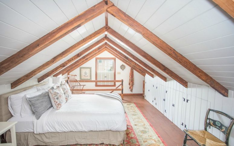The attic space and much natural light make the bedroom veyr cozy and comfy