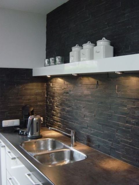 a black faux stone kitchen backsplash with addiitonal lights is a cool and stylish idea for a contemporary kitchen
