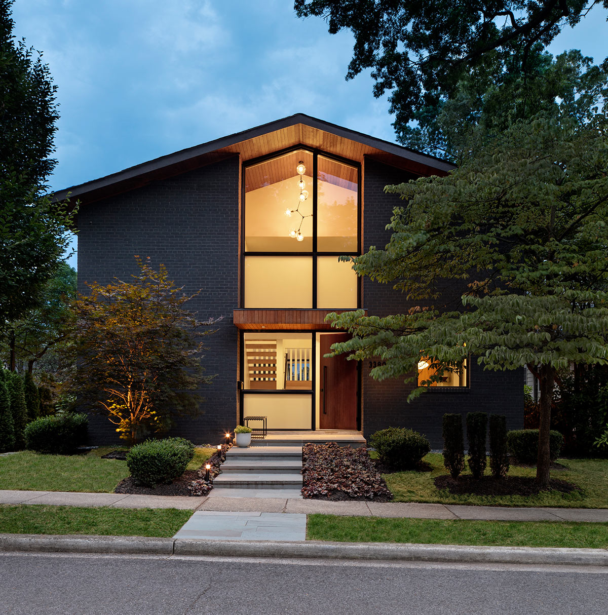 This house was originally built in 1962 and was a modernist dream, and now it's renovated in contemporary style