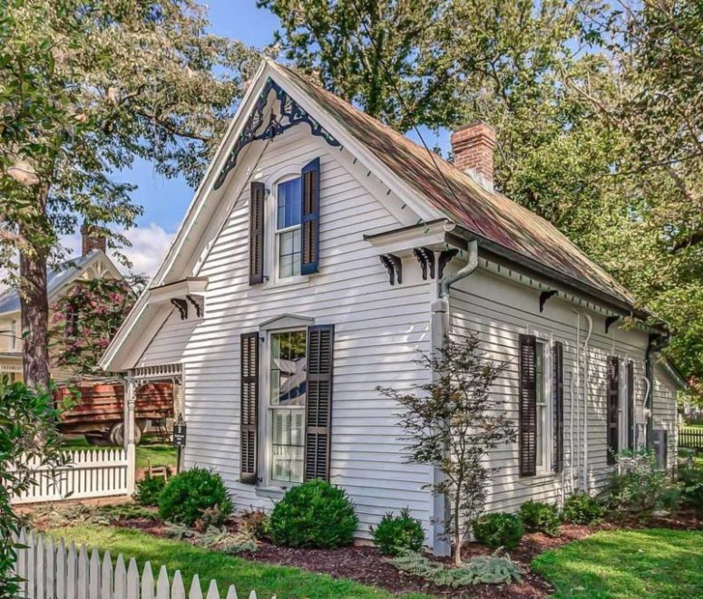 This little historic cottage was originally built in 1892 and now renovated but some charming touches were retained