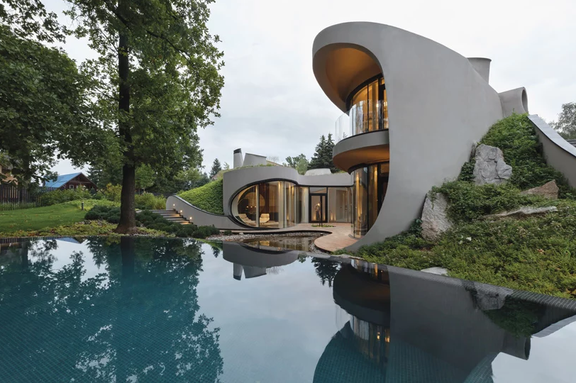 The landscape is articial but looks very natural and the house is like a lagoon here