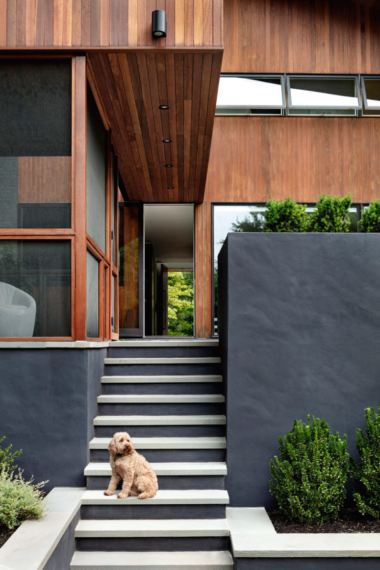 Strategically planted greenery refreshes the facades and the looks of the house