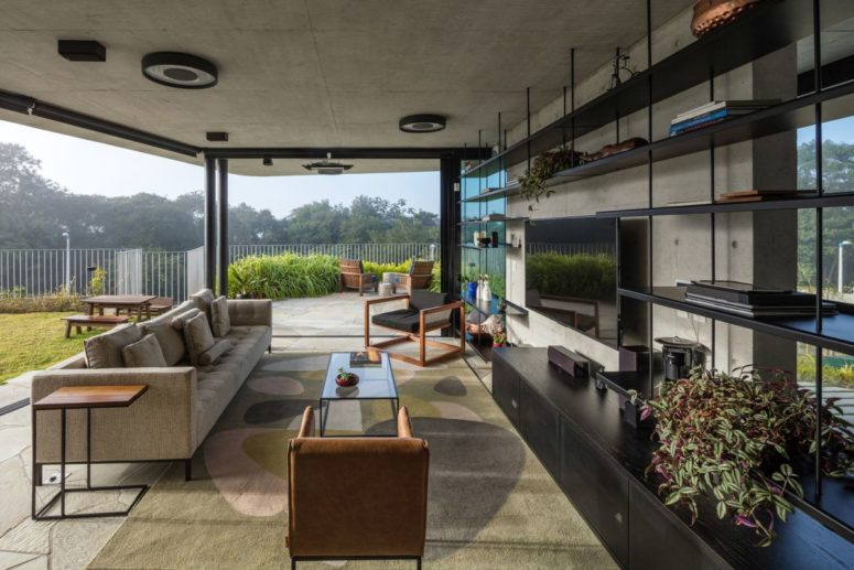 The common areas enjoy a seamless connection to the outdoors thanks to the sliding glass doors
