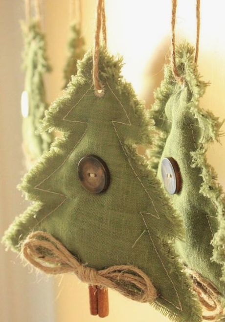 Christmas tree ornaments of green fabric, with large buttons, twine and cinnamon sticks are a cute holiday craft