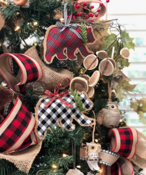 plaid and burlap bear ornaments with plaid bows and evergreens plus lots of plaid and burlap ribbons around