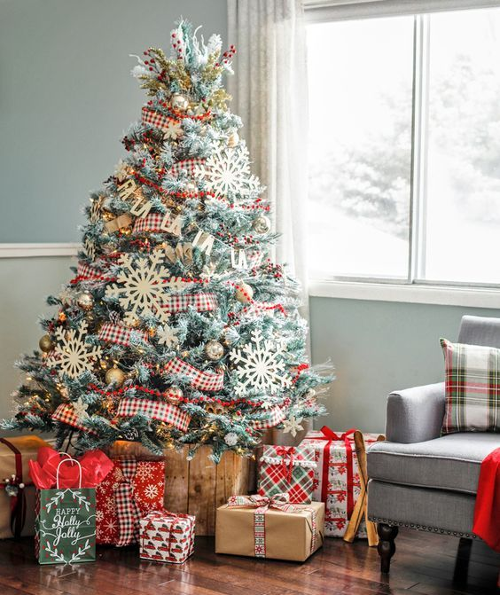 a rustic Christmas tree with checked ribbons, metallic ornaments and oversized snowflake ones