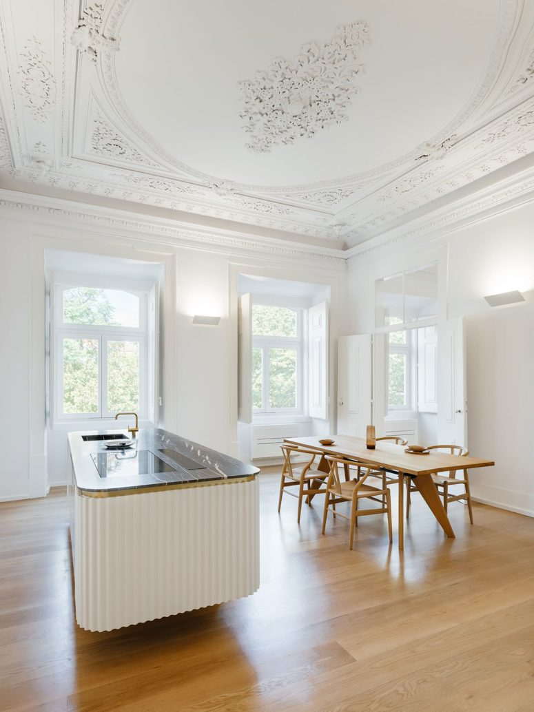 This stylish minimalist apartment is located in a histric building built in the 18th century and it's very chic